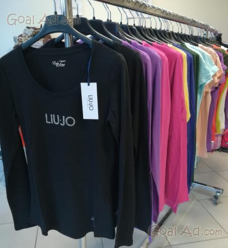 Stock abbigliamento usato firmato ingrosso rigenerato - Cerca ... 2a490824a3d