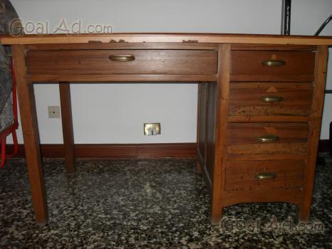 Scrivania Ufficio Legno Massello : Vendo scrivania anni legno massello piano cerca compra vendi