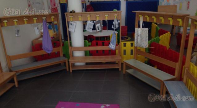 Vendo arredamento asilo nido panchette legno cerca for Arredamento ludoteca usato