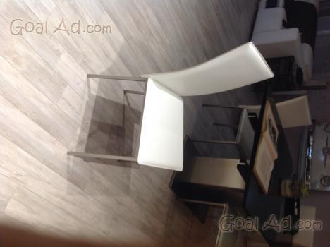 Sedie soggiorno ecopelle bianche nere usate cerca for Sedie nere ecopelle
