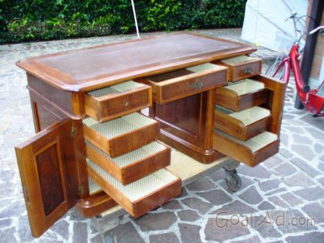 Scrivania antica con sedia moderna arredare con mobili for Sedia design usata
