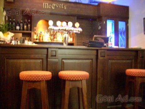 Banconi legno progettista realizzare locali pizzeria for Arredo bar usato