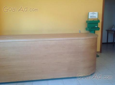 Negozio frutta verdura arredamento scaffalatura bancone for Bancone birreria usato
