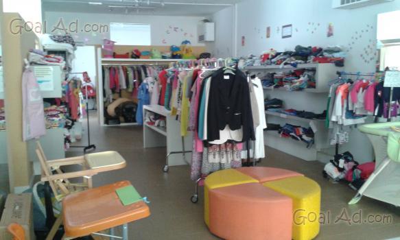 Arredamento negozio vendo abbigliamento bimbi usato for Annunci arredamento usato