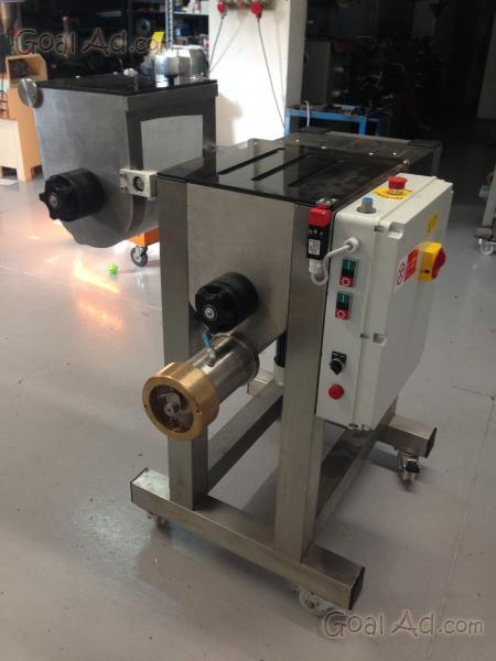 Attrezzatura macchine produzione pasta fresca vendo - Macchine per pasta in casa ...