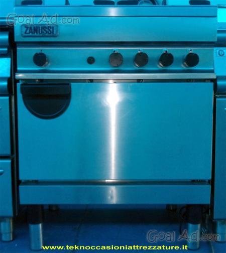 Cucina professionale industriale zanussi fuochi forno for Cucina 6 fuochi zanussi usata